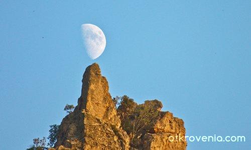 Луната над Кован кая