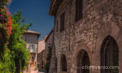 По страничната тиха уличка - Assisi
