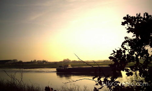 Товарен кораб по Рейн.