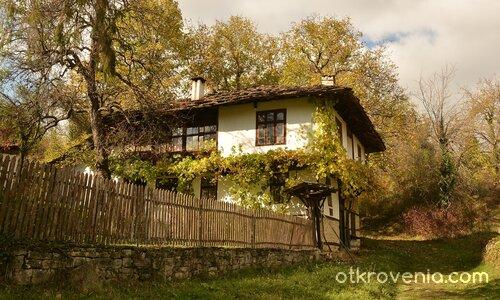 Старата къща.