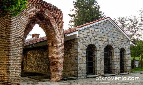 Тракйиска гробница