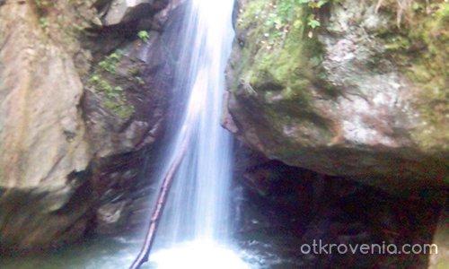 Магически водопад