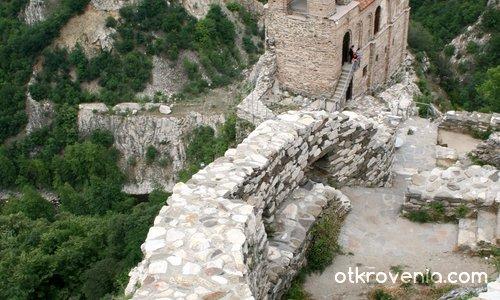 Църквата на Асеновата крепост