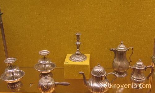 Сребърни съдове в музея