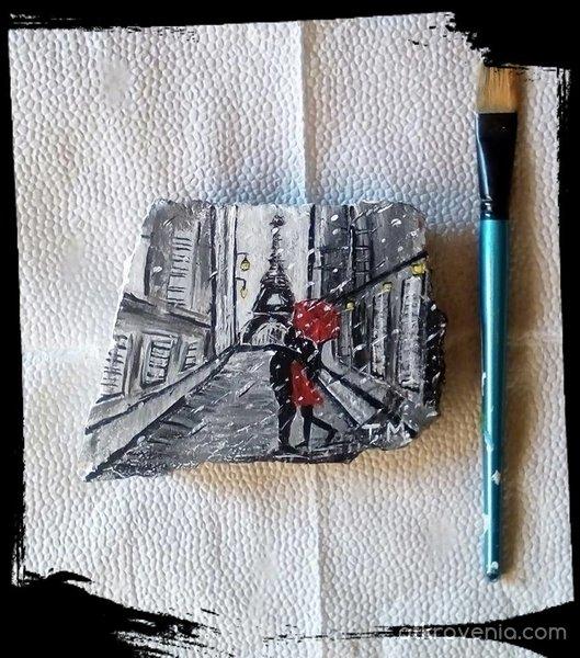 """Рисувано камъче с акрилни бои """"Любов в Париж"""""""