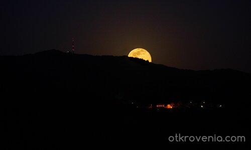 Изгревът на луната