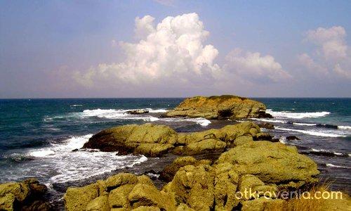 Скали, вода, небе