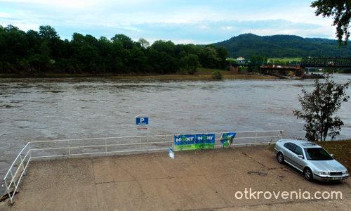 Дечин, Елба - Паркингът след спадане на нивото на водата...