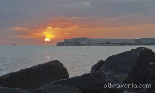 Изгрев над Йонийско море