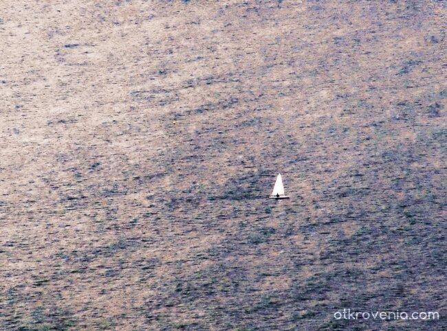 """""""Самотна лодка се белее..."""""""