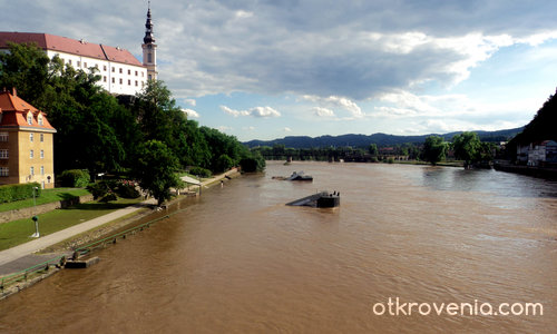 Понтони по Елба след наводнението - Дечин