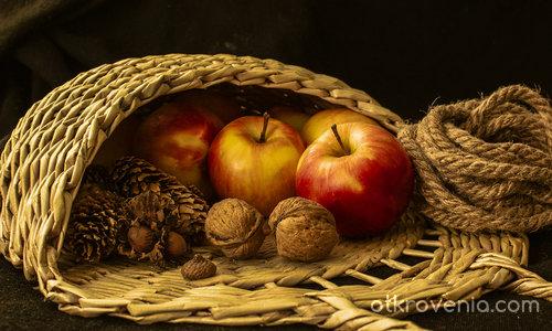 Натюрморт с ябълки