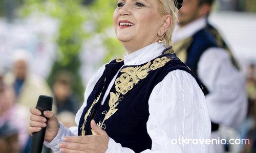 Николина Чакърдъкова