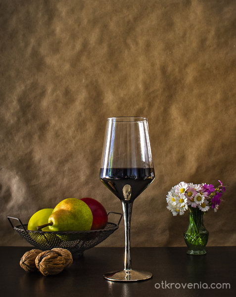 Натюрморт с чаша вино