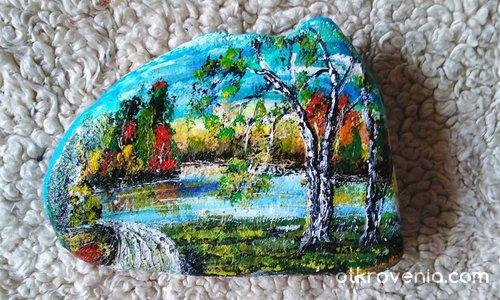 Рисувано камъче с акрилни бои