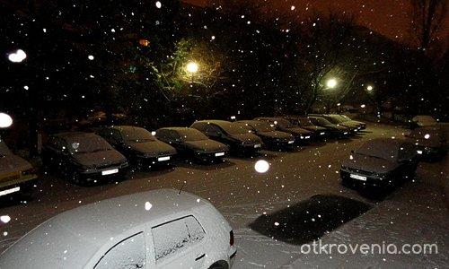 Когато хората спят, снежинките танцуват...