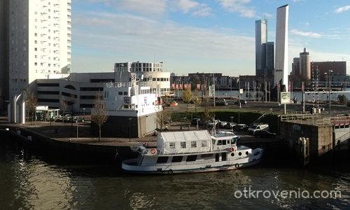 Градът на Маас и Рейн. Поглед към всекидневието.