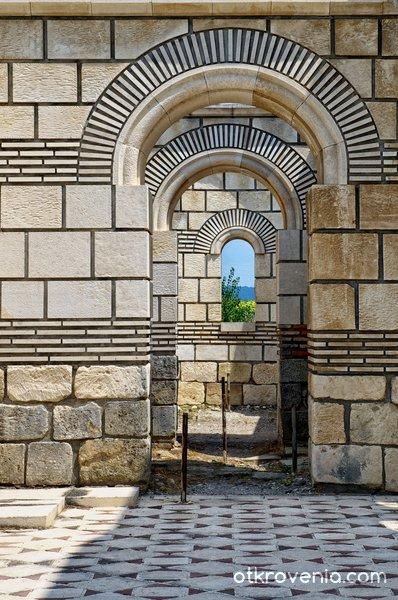 фрагмент от Голямата базилика в Плиска