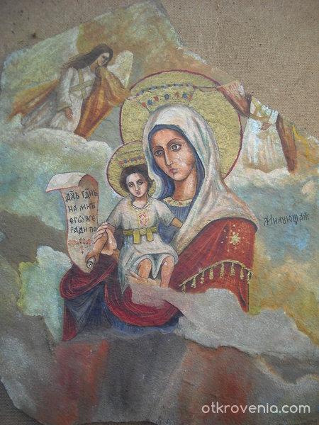 Дева Мария с Младенеца (икона рисувана върху камък