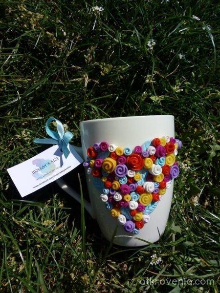 Чашка с декорация цветя от полимерна глина