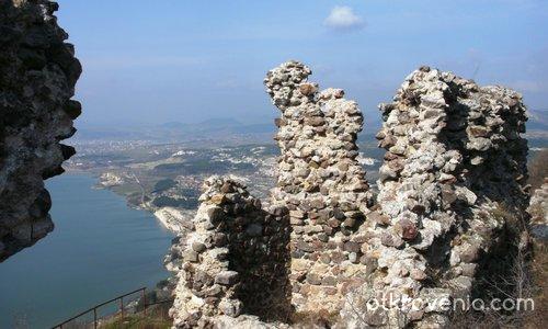 Средновековната крепост Моняк, източни Родопи
