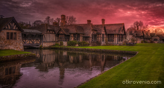 Hever Castle - The Houses