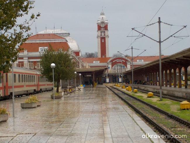 Един дъждовен ден на гарата