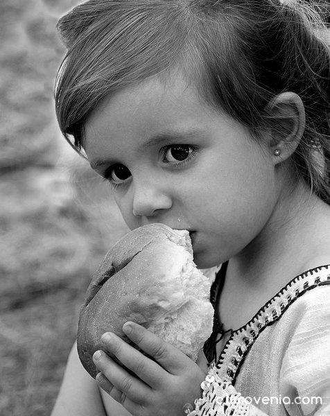 Размисъл и залък хляб...