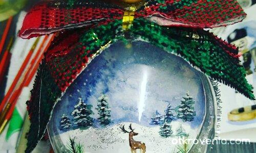 Коледна играчка със зимен пейзаж