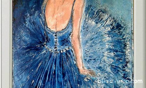 Балерина в синьо