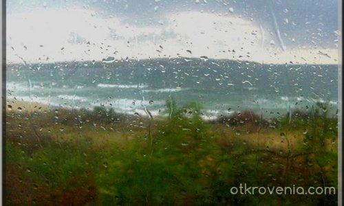 Зад прозореца плаче денят...