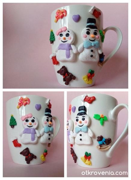 Коледна чашка с декорация от полимерна глина