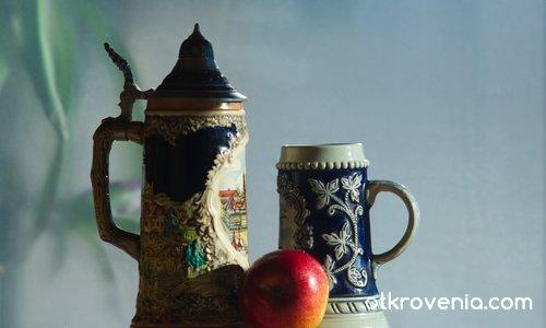 Фотоетюд с две чаши и ябълка